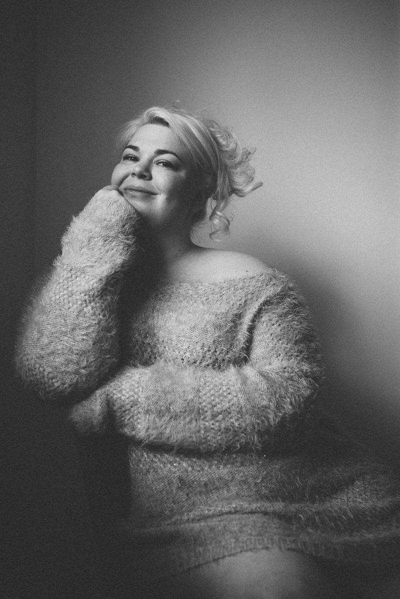 Boudoir photography in fluffy jumper